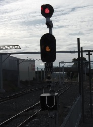 PAP 2220 signal with route indicator below signal heads